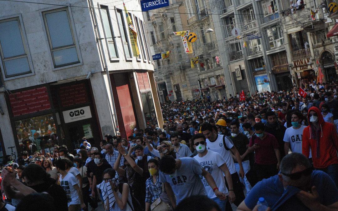 ¿Es ahora muy fácil organizar protestas de masas?