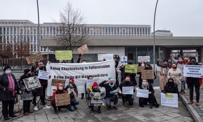 Miedo entre la población refugiada siria en Alemania Tras 8 años de cierta protección de sus DDHH, en 2021 decae la prohibición absoluta de deportación a Siria